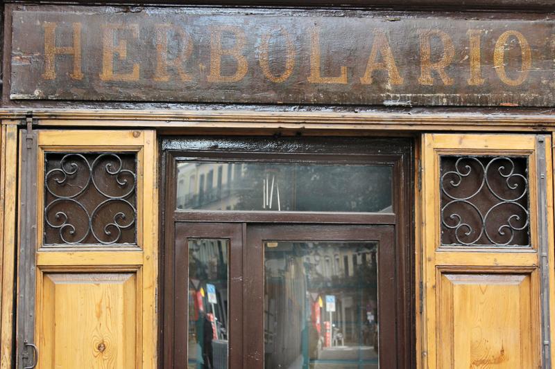 Herbolario - paseo tipográfico por Chueca